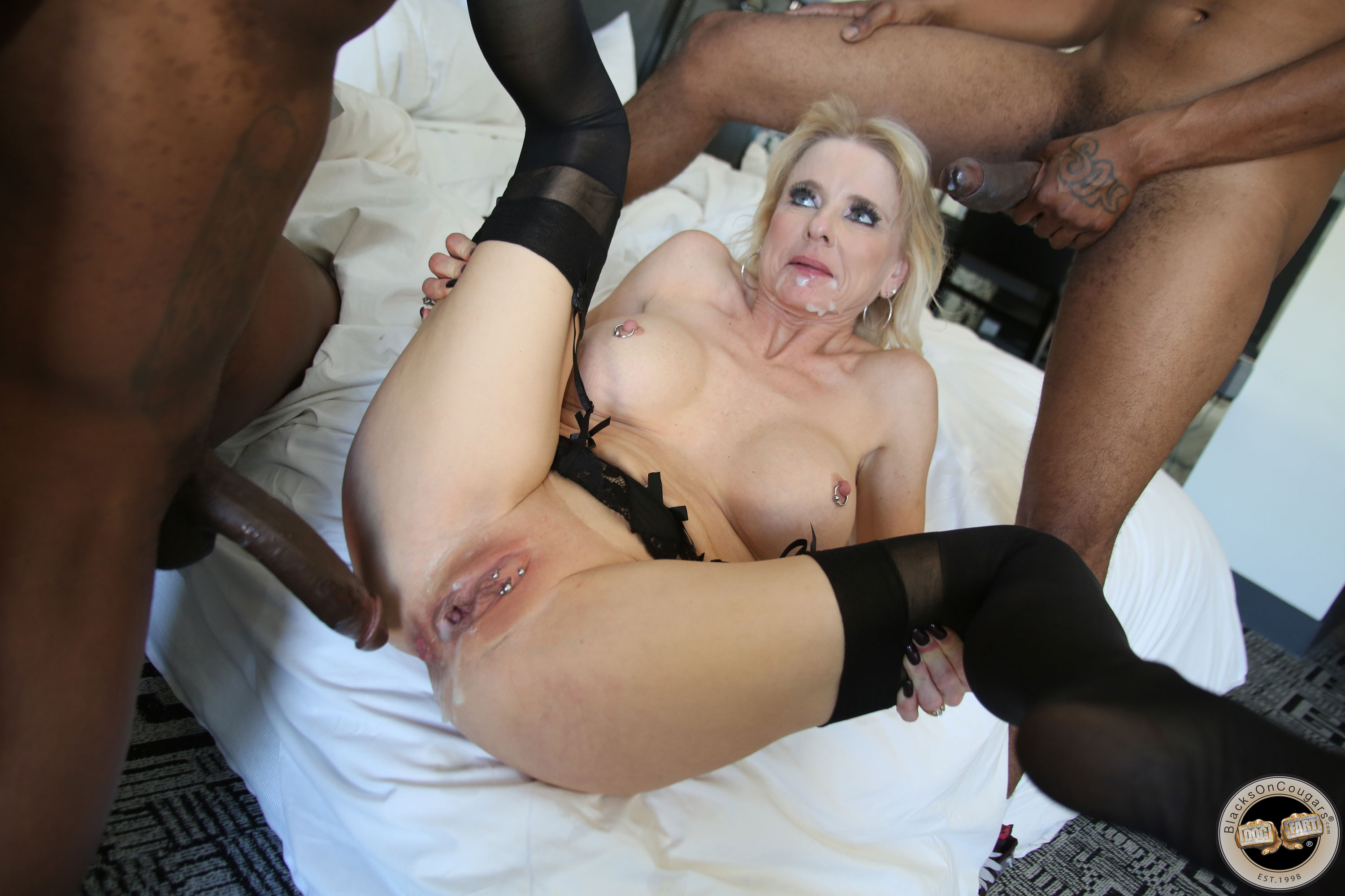 Over 50 cougar fucks some young guy 6