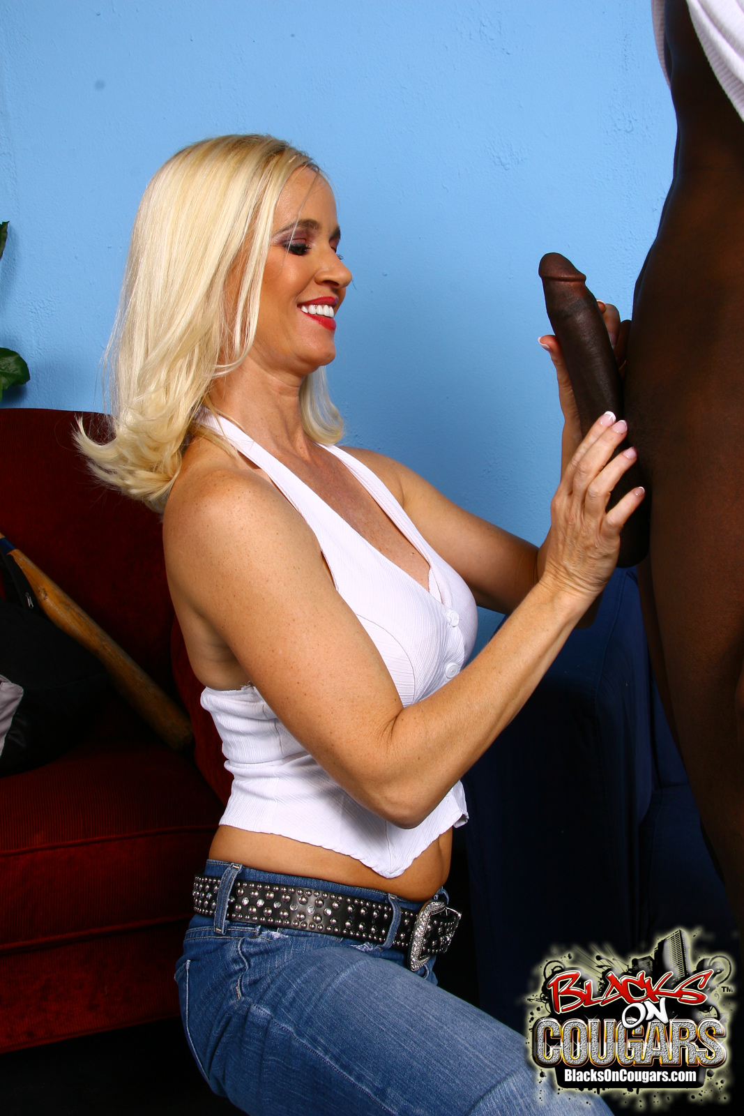 Think, that Cougars like it black simply